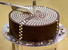 Шоколадный торт из песочного теста