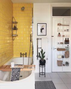 🌱Simple yet creative Small Bathroom Remodel Ideas? for toilet organisation, storage & interior design tips & hacks of […] Home Design, Interior Design, Diy Design, Design Ideas, Modern Design, Appartement Design, Style At Home, Bathroom Interior, Bathroom Ideas