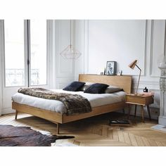 Mid-century furniture, with its clean lines, looks right at home in a Scandinavian-style bedroom. The warm wood tones also sit well alongside a simple colour palette of whites, greys and neutrals. Home Bedroom, Bedroom Furniture, Furniture Design, Bedroom Ideas, Furniture Dolly, Bedroom Apartment, Apartment Therapy, Furniture Ideas, Bedrooms