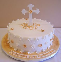 First Communion cake by cakespace - Beth (Chantilly Cake Designs) Beautiful Cakes, Amazing Cakes, Mini Cakes, Cupcake Cakes, Comunion Cakes, First Holy Communion Cake, Confirmation Cakes, Baptism Cakes, Religious Cakes