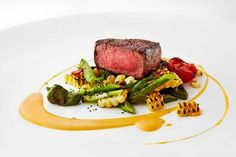 Grilled Filet Mignon with Asparagus, Charred Sweet Corn and Chipotle Butter. Now Im hungry Gourmet Recipes, Beef Recipes, Cooking Recipes, Food Design, Chipotle, Le Diner, Beef Dishes, Molecular Gastronomy, Food Plating