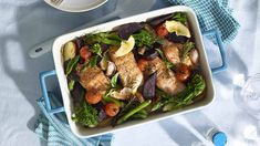 A simple and delicious dinner, with the goodness of fish and colourful veggies. Salmon Recipes, Fish Recipes, One Pot, Seafood, Good Food, Veggies, Beef, Dinner, Healthy