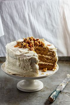 Spiced Sweet Potato Cake with chantilly cream filling, maple buttercream and maple-candied nuts Köstliche Desserts, Delicious Desserts, Yummy Food, Slow Cooker Desserts, Cake Recipes, Dessert Recipes, Baking Recipes, Potato Cakes, Sweet Potato Recipes