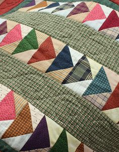 Scrappy Flying Geese Patchwork - LOVE the quilting design Circle Quilt Patterns, Circle Quilts, Quilt Block Patterns, Square Quilt, Quilt Blocks, Scrappy Quilts, Baby Quilts, Quilting Projects, Quilting Designs