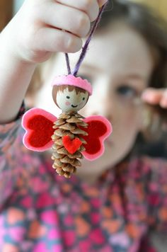 Manualidades navideñas para niños / Christmas crafts for kids Valentine Crafts For Kids, Fun Crafts For Kids, Preschool Crafts, Diy For Kids, Pine Cone Crafts For Kids, Pinecone Crafts Kids, Craft Kids, Christmas Ornament Crafts, Holiday Crafts