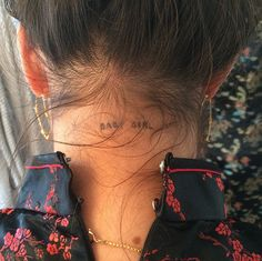 The BEST small tattoo on neck collection you need NOW! Beautiful ideas for small neck tattoos for girls. Get your inspiration with these tattoos on neck. Dream Tattoos, Mini Tattoos, Future Tattoos, Body Art Tattoos, Tatoos, Tattoo Femeninos, Piercing Tattoo, Get A Tattoo, Small Neck Tattoos
