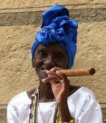 old woman cigar cuba havana oude vrouw cigare Women Smoking Cigars, Smoking Ladies, Cigar Smoking, Famous Cigars, Cuban Women, Havana Cigars, Cigar Girl, Cigars And Whiskey, Asian History