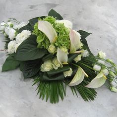 Large Flower Arrangements, Funeral Flower Arrangements, Funeral Flowers, Flower Vases, Wedding Car Decorations, Grave Decorations, Flower Decorations, Floral Design School, Funeral Sprays