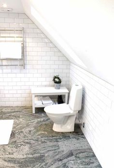 Kolmårdsmarmor Bathroom Inspo, Bathroom Inspiration, Alcove, Toilet, Bathtub, New Homes, Bathrooms, Cottage, Stone