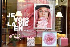 Vitrine Opticiens Maurice Frères - avril 2016 : Je vois la vie en ... #opticiens #opticien #lunettes #sunglasses #vitrines #windows #pink #flowers #LaVieEnRose
