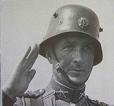 Irish Army - Vickers helmet pin by Paolo Marzioli Army Uniform, Military Uniforms, Uniform Insignia, German Helmet, Men Are Men, Michael Collins, Defence Force, Helmet Design, Napoleonic Wars