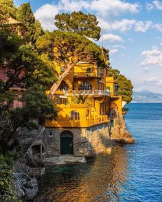 @onthere showing off a #Portofino that makes us swoon  #TakeMeThere #TravelerInItaly