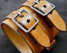 Leather cuff Bracelet brown handstitched custom por mataradesign