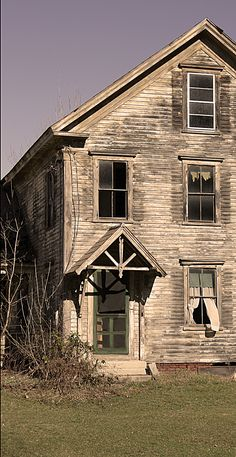 Beautiful old house that looks abandoned