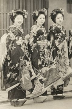 Maiko wearing Black Crested Kimonos 1930s. As there is a New Year's decoration above the doorway these maiko (apprentice geisha) may be assembled for the commencement ceremony (7th January). However, they are not wearing the traditional ears of rice in their hair. Text and image via Blue Ruin 1 on Flickr