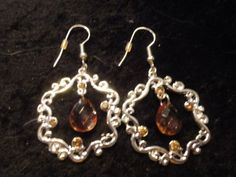 Beautiful Dangle Pierced Earrings~FREE Shippinig! NO Copiouse FEES! FREE GIFT!! $4.69