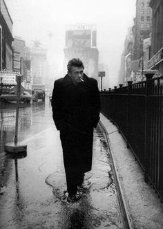 Attori  Is that the photagrapher?  The subject is James Dean.  Great shot!