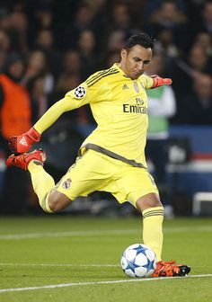 Goalkeeper of Real Madrid Keylor Navas in action during the UEFA Champions League match between Paris Saint Germain and Real Madrid at Parc des. First Football, Football Love, Football Players, Real Madrid Football Club, Soccer Photography, Real Player, We Are The Champions, International Teams, Best Club