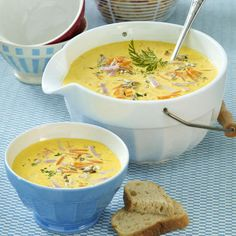 Kokos-Möhrensuppe mit Schinken Our popular recipe for coconut and carrot soup with ham and over more free recipes on LECKER. Paleo Soup, Healthy Soup Recipes, Diet Recipes, Vegetarian Recipes, Law Carb, Vegetable Soup Healthy, Ham Soup, Soup Kitchen, Carrot Soup