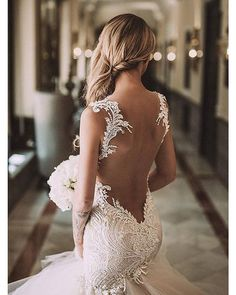 Sehen Sie sich die besten hochzeitskleider rückenfrei auf den Bildern unten an und wählen Sie Ihre eigene! Beautiful wedding dress, not sure who made it, will keep looking and update post when I find it. Thanks MG. Image source