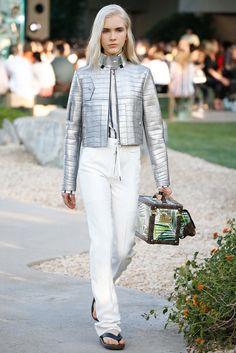 Louis Vuitton Resort 2016 Fashion Show - Gisele Pletzer