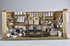 Alte Puppenküche mit viel Porzellan weiß/blau Rauenstein Strohblume