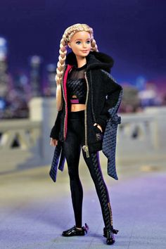 Barbie's Finally Found Her True Calling: Influencer Stem Careers, Glamour Magazine, Beautiful Barbie Dolls, Striped Swimsuit, Barbie Friends, Twiggy, Textured Hair, Role Models, Her Hair