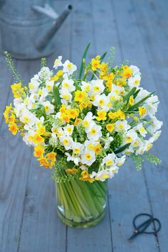 Buy bouquets online from florist in Odiham and Hartley Wintney, Hamphire | Moutan