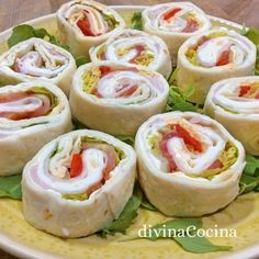 Receta de Mini Wraps para aperitivos - Divina Cocina-Atıştırmalık tarifler - Las recetas más prácticas y fáciles Kids Party Snacks, Appetizers For Kids, Costco Appetizers, Party Appetizers, Mini Wraps, Tapas, Roll Ups Recipes, Creole Recipes, Party Finger Foods