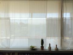 広いシェアオフィスをしきる建具のようなカーテンです。水色の生地と白の生地を重ねた透明感のあるもの...                                                                                                                                                                                 もっと見る