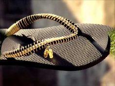 Bling Sandals, Shoes Sandals, Flip Flops Diy, Boho Shoes, Embroidered Clothes, Toe Rings, Vintage Designs, Slippers, Footwear