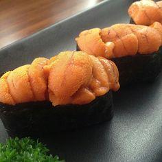 Uni sushi Nigiri Sushi, Sashimi, Sea Urchin, Clams, Junk Food, Japanese Food, Oysters, Carrots, Plating