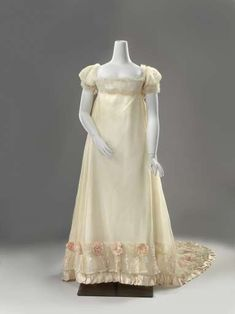 1812 Wedding gown of pink silk crepe. This gown was worn by Margaret Johanna Weddik Wendel when they married on November 25, 1812 by Jerome Nicholas Baron of Slingeland. Rijksmuseum