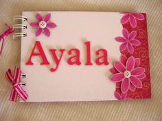 VENDIDO!! PODE SER ENCOMENDADO.  Livro para mensagens e assinaturas artesanal composto por capa e contra-capa duras, forradas com papel especial branco e decoração floral pink.   Personalizado com o nome e decorado com flores.  Folhas internas: Papel color plus.  Encadernação: Wire-o  Quantidade de folhas: 15 folhas (30 páginas)  Capacidade de fotos: 01 foto 10 x 15 ou 01 foto 13 x 18 / por página.  Opções internas:  15 folhas (30 páginas); 20 folhas (40 páginas); 25 folhas (50 páginas); 30…