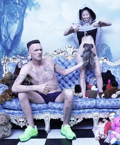 Die antwoord -  From the masonic checkered floor to the teddy bear and the sexualisation, it's all here to see. MK Ultra/ Monarch.