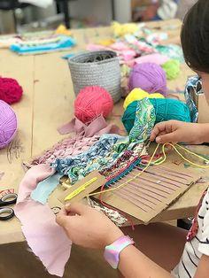 Weaving For Kids, Weaving Tools, Weaving Yarn, Weaving Projects, Kids Art Class, Art For Kids, E Craft, Craft Ideas, Projects For Kids