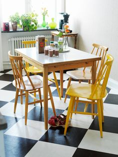 21 Black and White Floors You'll Love Gele stoelen Kitchen Chairs, Kitchen Flooring, Kitchen Dining, Room Chairs, Dining Chairs, White Cowhide Rug, Checkered Floors, Checkered Floor Kitchen, Sweet Home
