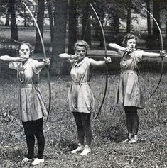 Have you ever seen women playing archery? Especially beautiful girls in many years ago? Archery Bows, Archery Hunting, Women's Archery, Archery Girl, Archery Targets, Deer Hunting, Vintage Photographs, Vintage Photos, Archery Aesthetic
