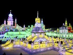 """China atrae a cientos de turistas con festival de hielo """"El mundo de Hielo y Nieve"""" reúne medio centenar de gigantescas esculturas de hielo en la ciudad de Harbin. Es el festival temático en hielo más grande del mundo y está al noroeste de China, en la ciudad de Harbin."""