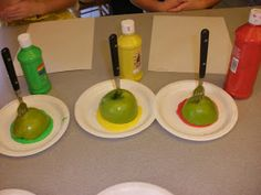 love the idea of using forks in the apples for apple painting!i love the idea of using forks in the apples for apple painting! Preschool Apple Theme, Apple Activities, Fall Preschool, Autumn Activities, Sensory Activities, Preschool Apples, September Preschool, September Crafts, Apple Unit
