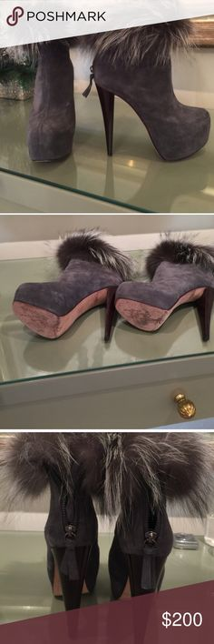 """Alice & Olivia ankle boots size 7 Comfortable grey suede boots with fox fur around the ankle 5"""" plate form 2"""" hidden worn about 3xs Alice + Olivia Shoes Ankle Boots & Booties"""