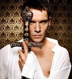 Jonathan Rhys Meyers- King Henry VIII in The Tudors. Started watching the show! Jonathan Rhys Meyers, Sons Of Anarchy, Enrique Viii, Los Tudor, Beautiful Men, Beautiful People, Pretty People, Game Of Trone, King Henry Viii