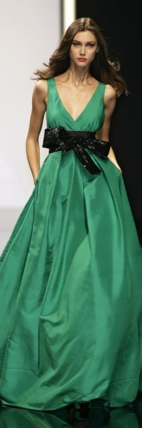 Rompiendo el verde monocolor con este cinturón*: Gorgeous!