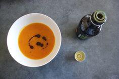 Kürbissuppe: Nicht nur für Strohwitwen! #gesundeerbsen #erbsentalk #kuerbissuppe Healthy Food, Healthy Recipes, Tableware, Traditional Chinese Medicine, Too Nice, Health, Kochen, Health Foods, Dinnerware