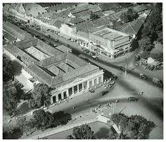 Luchtfoto van de Sociëteit Harmonie en omgeving te Batavia 1949.