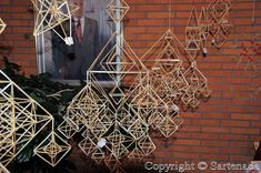 straw decorations Straw Decorations, Winter Solstice, Handmade Ornaments, Plant Hanger, Mobiles, Weaving, Color, Architecture, Xmas