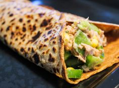 Det er ganske nemt at lave sine egne madpandekager – eller wraps, hvis man hellere vil kalde dem det! Disse er med fuldkorn, og indeholder kun ganske lidt vegetabilsk olie. De steges tilmed p…