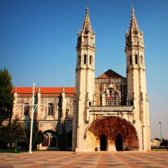 Learn about the voyages of famous explorers such as Vasco da Gama and Christopher Columbus at the Museu de Marinha in #Lisbon