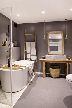 My bathroom ❥ ------------------------------------ Article from our home in this month's edition of KK Living. Tiny Bathrooms, Beautiful Bathrooms, Small Bathroom, Master Bathroom, Modern Bathrooms, Diy Bathroom Decor, Bathroom Interior Design, Interior Decorating, Interior Garden
