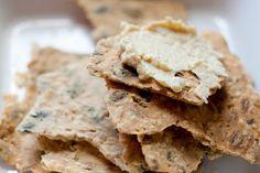 pähkinä ja manteli: Maistuva näkkileipä ja hummus
